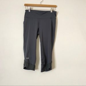 5/$25 UNDER ARMOUR  gray heat gear 3/4 Capri